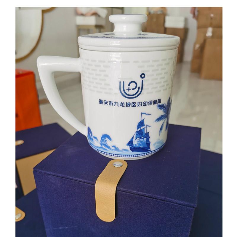 节日礼品茶杯定制,景德镇青花玲珑过滤杯套装