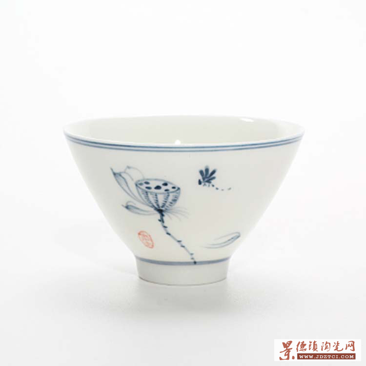景德镇青花山水手绘小茶杯