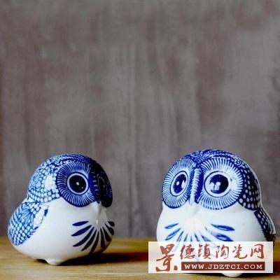 景德镇陶瓷器雕塑瓷猫头鹰玩偶家居装饰青花瓷摆件品
