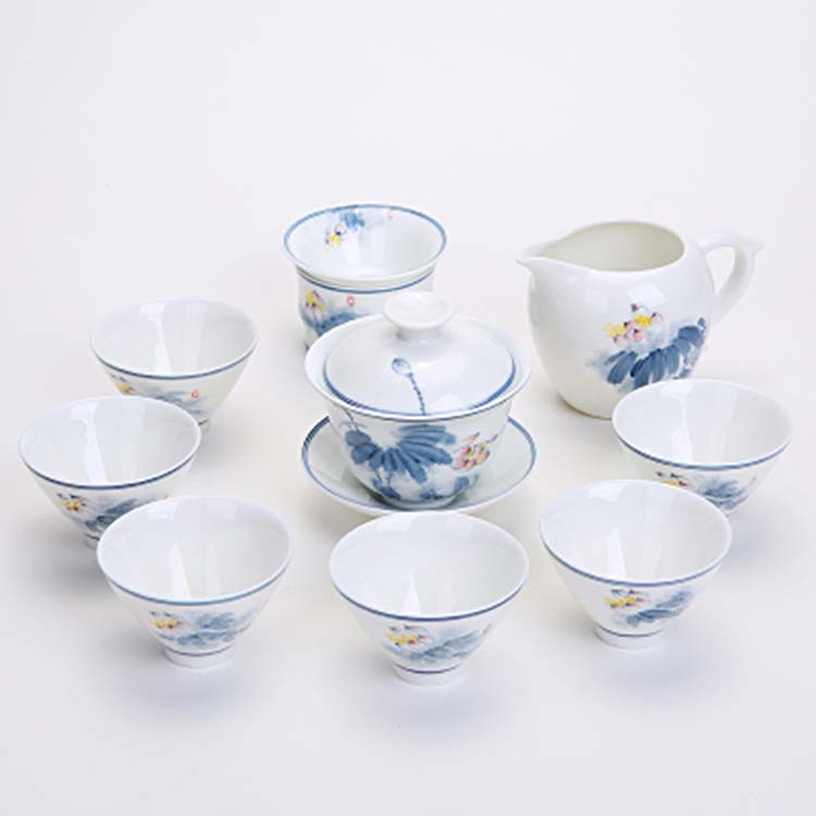 白瓷荷花茶壶