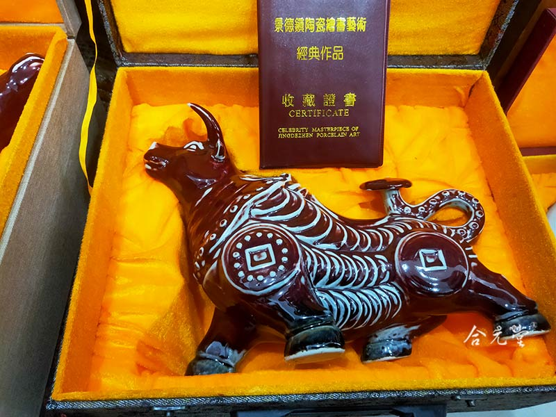 雕塑瓷牛摆件礼品