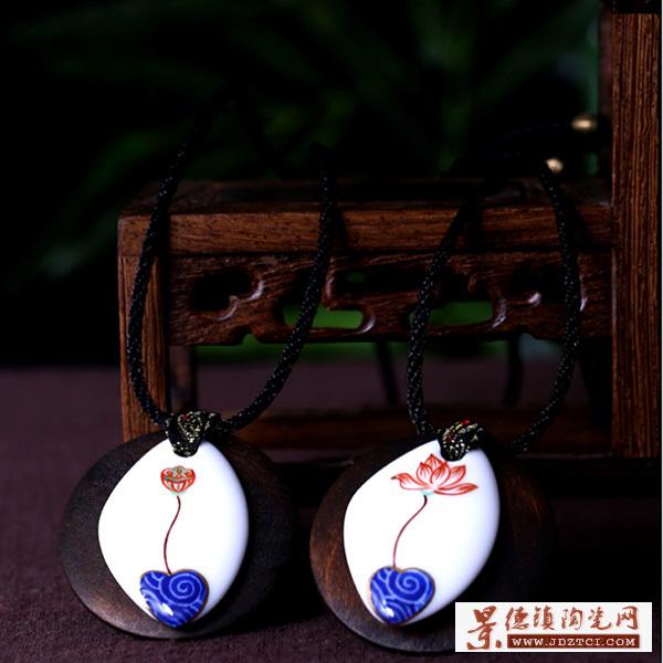 景德镇青花云盾牌长款项链手工瓷器饰品复古陶瓷吊坠颈饰毛衣链长裙链