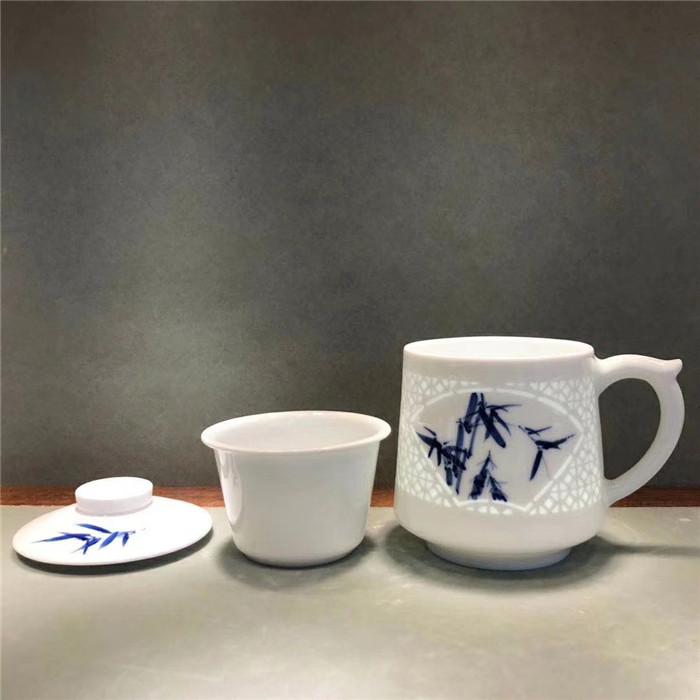 景德镇茶杯厂家陶瓷带盖过滤办公室水杯老板杯青花瓷个人杯子