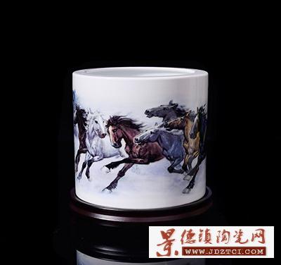 景德镇陶瓷笔筒冯杰朱丹忱名家驰骋八骏图高档摆件适用书房