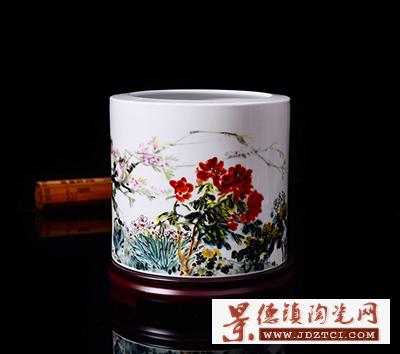 中国陶瓷美术大师胡献雅先生《群芳争艳》笔筒
