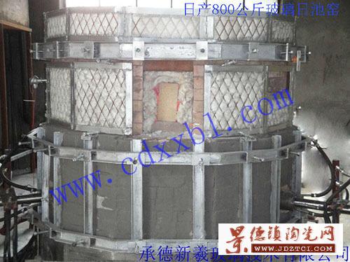 设计建造日产800公斤玻璃电熔炉